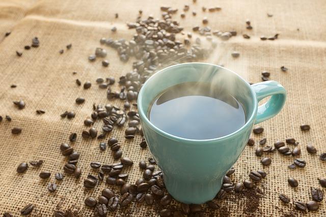 káva v hrnku