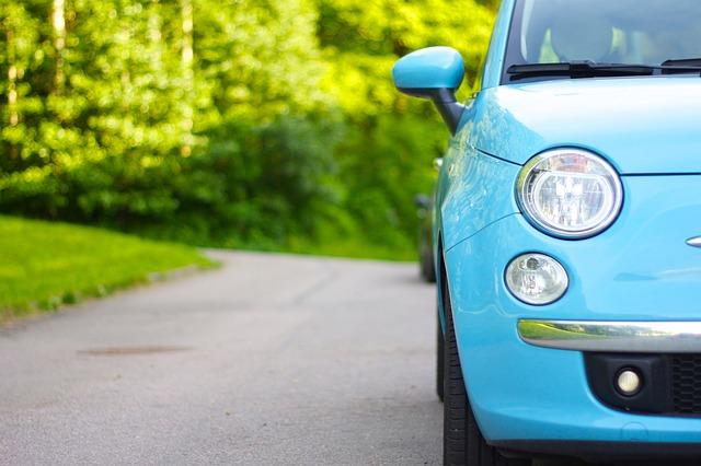 světle modré auto